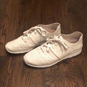 Women's Size 12 Ugg Tye Leather Lace-up Shoe